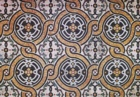 Pavimento in mosaico con motivo a doppia treccia (presbiterio parrocchiale, 1901)