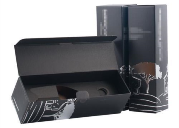 Cofanetto con lamina argento a caldo  Packaging - Espositori - Bag in Box